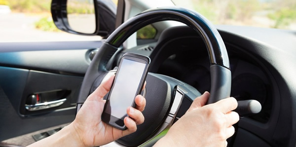 uso-de-celular-no-transito